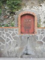 fontana di acqua vicino cassa della famiglia Sidotti    - Montagnareale (2656 clic)