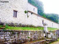Eremo di Santa Rosalia - parte laterale destra   - Santo stefano quisquina (1786 clic)