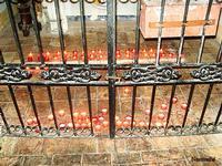 Eremo di Santa Rosalia - candele   - Santo stefano quisquina (1816 clic)