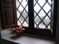 Eremo di Santa Rosalia - finestra   - Santo stefano quisquina (1728 clic)