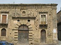 Vecchia scuderia in P.zza Branciforti   - Leonforte (1662 clic)