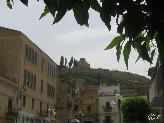 Chiesa S. Croce (in alto) da P.zza Branciforti - LEONFORTE - inserita il 17-Jun-13