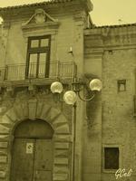 Particolare del portone del Palazzo Branciforti   - Leonforte (1095 clic)