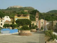 Piazza Autonomia e Chiesa SS. Addolorata e S. Marco D'Alunzio sullo sfondo   - Torrenova (2603 clic)