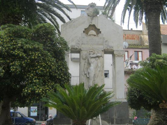 Monumento ai Caduti in P.zza IV Novembre - LEONFORTE - inserita il 06-Jun-12