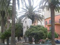 Piazza IV Novembre - Monumento ai Caduti   - Leonforte (3402 clic)