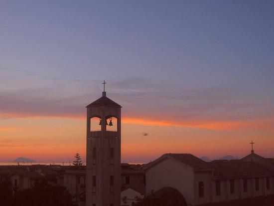 Tramonto con chiesa SS Pietro Paolo e Filicudi e Salina sulla sfondo - TORRENOVA - inserita il 16-Jul-12