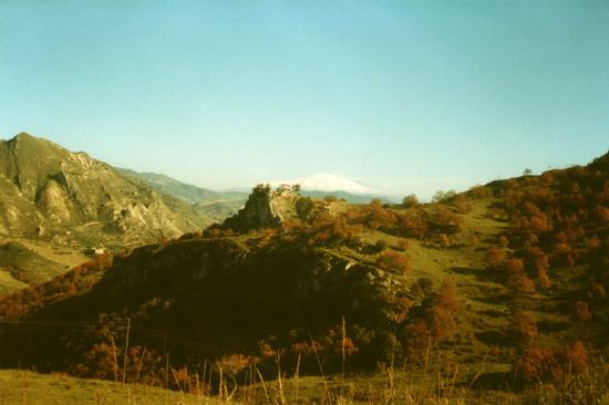 Da Nicosia a Leonforte (SS 117) con l'Etna sullo sfondo - LEONFORTE - inserita il 10-Oct-12