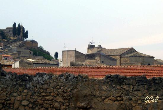 Santa Croce (in alto a sx) dalla chiesa dei Cappuccini - LEONFORTE - inserita il 17-Sep-13