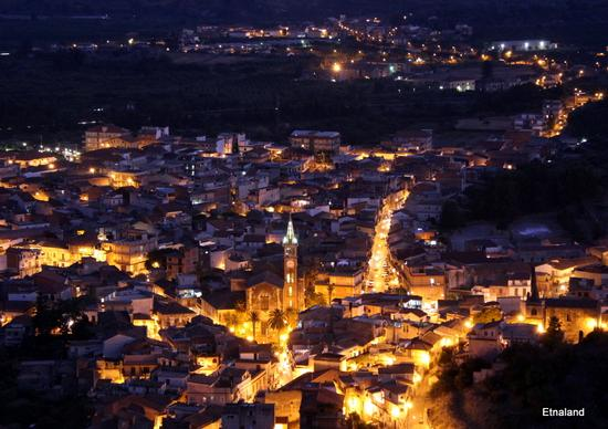 Calatabiano in notturna - CALATABIANO - inserita il 22-May-12