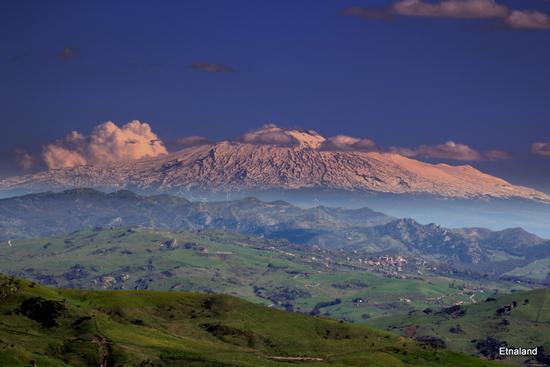 Etna sospesa - SPERLINGA - inserita il 09-May-12