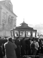 U Signuri a Cascia La Settimana Santa a Licodia Eubea, processione do Signuri a Cascia, il Cristo nell'urna per il Venerdi Santo.  - Licodia eubea (2765 clic)