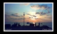 Un peschereccio fa ritorno verso il porticciolo di Cinisi.   - Cinisi (5830 clic)