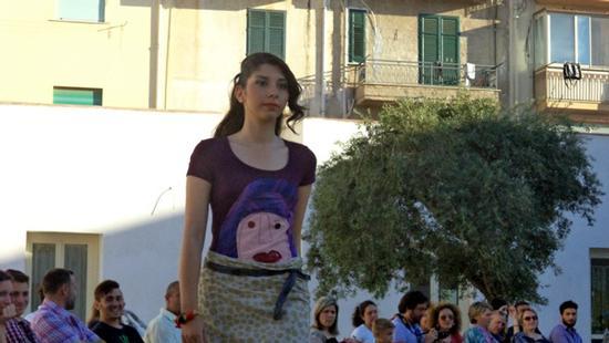 in viola - sfilata ISOLA di Filli Cusenza - BAGHERIA - inserita il 19-Jun-13