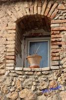 Finestra con vaso.   - Leonforte (2288 clic)