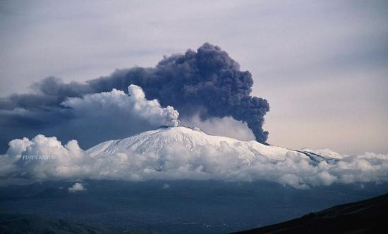 Questo grande vulcano  (ETNA) - REGALBUTO - inserita il 23-Oct-12