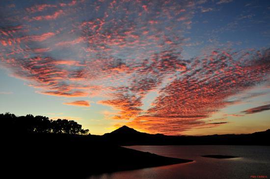 I tramonti sul lago Pozzillo - LAGO DI POZZILLO - inserita il 23-Oct-12