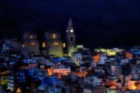 Il centro di Regalbuto visto di sera. (2801 clic)