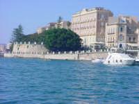 Isola di Ortigia - Fonte Aretusa vista dal porto grande  - Siracusa (2439 clic)