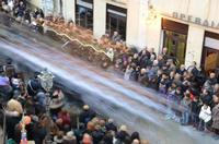 Processione di San Sebastiano La corsa del Santo patrono nel contrasto dinamico tra la staticità dei fedeli ed il movimento dei portanti  - Mistretta (4051 clic)
