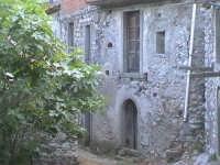 Novara di Sicilia - frazione vallancazza - via Bertani ( quartiere semi abbandonato )  - Novara di sicilia (4083 clic)