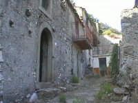 Novara di Sicilia - frazione vallancazza - via Missori ( quartiere semi abbandonato )  - Novara di sicilia (4293 clic)