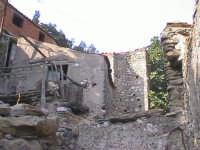 Novara di Sicilia - frazione vallancazza - via Missori ( quartiere semi abbandonato )  - Novara di sicilia (4121 clic)