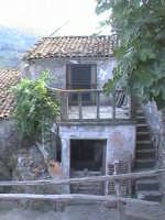 Novara di Sicilia - frazione vallancazza - vecchia abitazione paterna di salvatore ferrara  - Novara di sicilia (4317 clic)