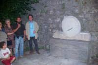 carmelo Floramo in arte MILO durante il I° simposium la pietra nell'arte svoltosi a Novara di Sicilia nell'agosto 2004  - Novara di sicilia (6500 clic)