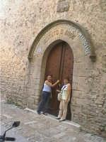 Gita a Erice - Gruppo da Novara di Sicilia - 12 settembre 2004- due scienziate all'Ettore majorana  - Erice (4114 clic)