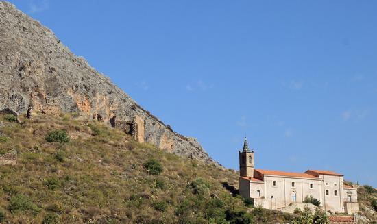 Parco delle Madonie Isnello resti del castello medievale   - ISNELLO - inserita il 19-Dec-12