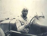 Foto di pilota alla  Gara automobilistica Targa Florio che si svolgeva sulle strade delle madonie (3784 clic)