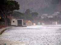 La spiaggia durante una mareggiata  - Mondello (5327 clic)
