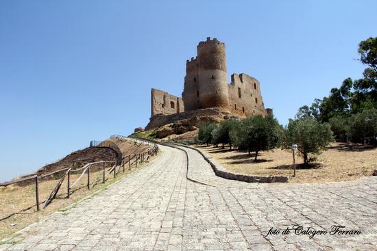 Il castello di Mazzarino - MAZZARINO - inserita il 07-Apr-16
