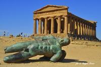 Icarus davanti  il tempio della Concordia   - Agrigento (1189 clic)