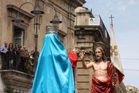 L'incontro. L'incontro tra il Cristo Risorto e la Madonna  - Modica (1962 clic)