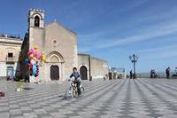 Spensieratezza   - Taormina (1509 clic)