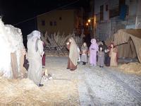 Presepe vivente Pastori diretti verso il bambinello dopo l'annuncio dell'angelo  - Termini imerese (851 clic)