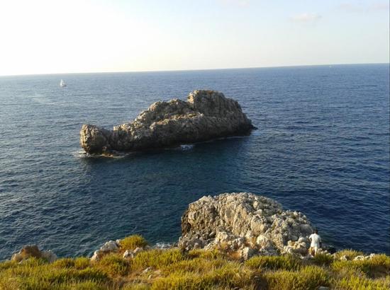 Sotto il faro di Capo ZAfferana - MONGERBINO - inserita il 03-Feb-14