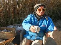 il poeta incisore Peppe Genna - Imbarcadero per l'Isola di Mozia - 19 febbraio 2012  - Marsala (1111 clic)