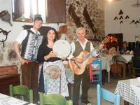 SIKANIA - Compagnia di canto e musica popolare - Giuseppina Priolo (tamburello e voce solista), Sant