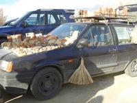 l'auto del poeta incisore Peppe Genna e le sue opere in esposizione - Imbarcadero per l'Isola di Mozia - 19 febbraio 2012  - Marsala (783 clic)