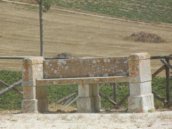 panchina in pietra nell'area archeologica - SEGESTA - inserita il 15-Jun-15