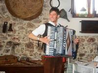 SIKANIA - Compagnia di canto e musica popolare - Michele Ditta (fisarmonica) - Bosco di Scorace - Il Contadino - 13 maggio 2012  - Buseto palizzolo (496 clic)