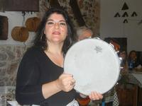 SIKANIA - Compagnia di canto e musica popolare - Giuseppina Priolo (tamburello e voce solista) - Bosco di Scorace - Il Contadino - 13 maggio 2012  - Buseto palizzolo (461 clic)