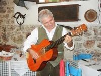 SIKANIA - Compagnia di canto e musica popolare - Santo Arceri (chitarra percussioni e voce) - Bosco di Scorace - Il Contadino - 13 maggio 2012  - Buseto palizzolo (446 clic)