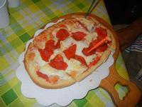 Bruschetta Diavoletto - con passata di pomodoro, mozzarella, peperoni e salamino piccante - La Piazzetta - 16 agosto 2012  - Balestrate (482 clic)