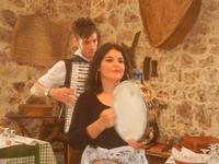 SIKANIA - Compagnia di canto e musica popolare - Giuseppina Priolo (tamburello e voce solista) e  Michele Ditta (fisarmonica) - Bosco di Scorace - Il Contadino - 13 maggio 2012  - Buseto palizzolo (543 clic)