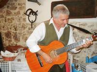 SIKANIA - Compagnia di canto e musica popolare - Santo Arceri (chitarra percussioni e voce) - Bosco di Scorace - Il Contadino - 13 maggio 2012  - Buseto palizzolo (526 clic)