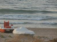 Zona Canalotto - barca e pedalò in riva al mare - 15 luglio 2012  - Alcamo marina (299 clic)